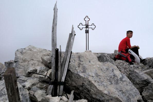 22 La distrutta Croce di legno e la più recente in ferro
